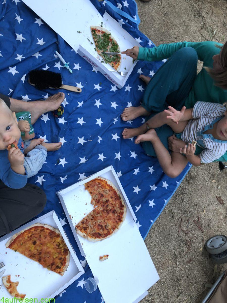 Pizza vom Platz.