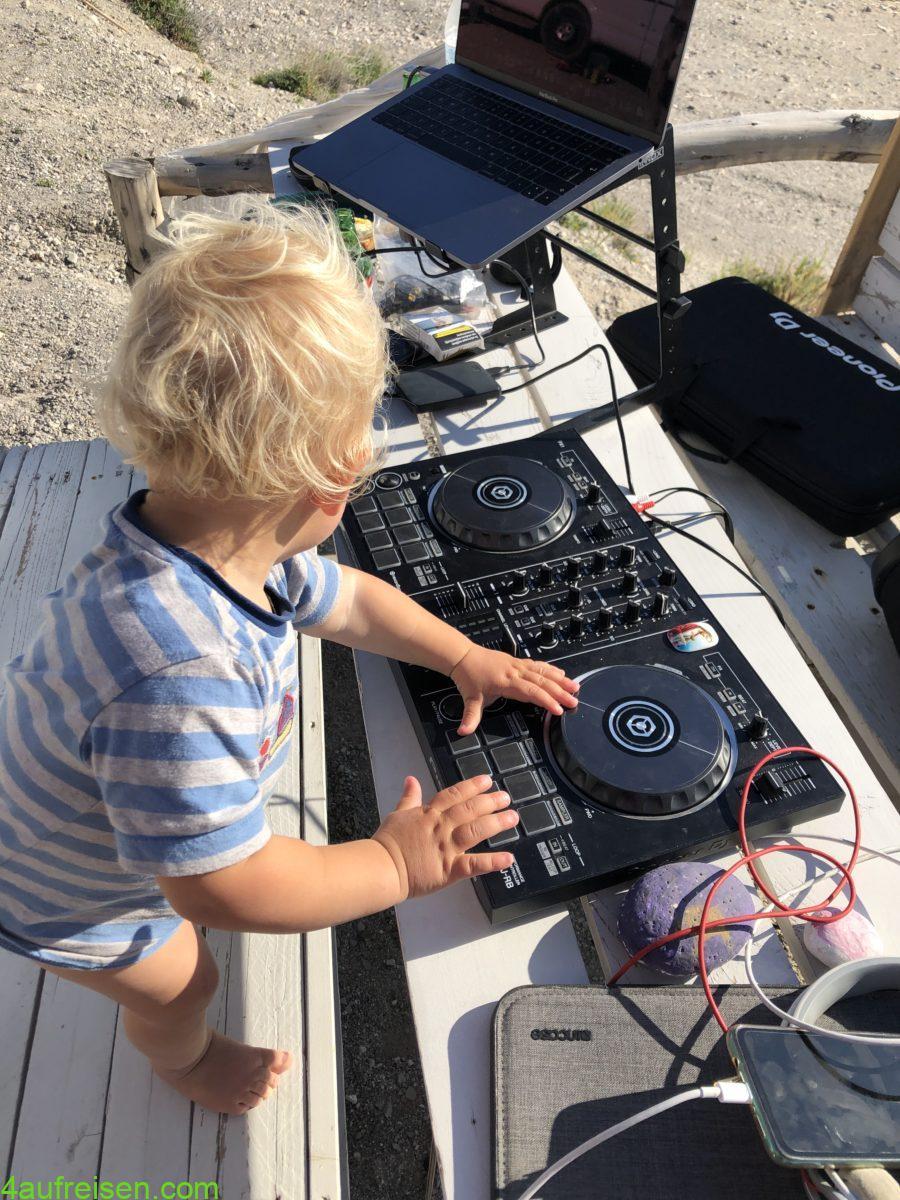 New DJ in da house.